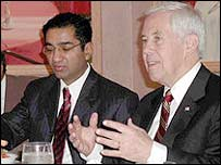 Sanjay Puri (L) with Indiana Senator Richard Lugar (Rep)