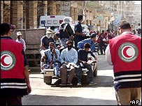 Red Crescent workers and gunmen in Najaf