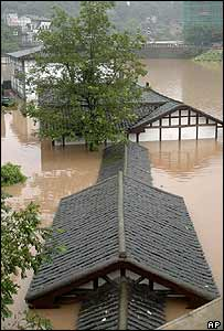 Houses submerged in Chongqing, 7 September 2004