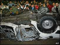 Palestinians gather round Rantissi's Subaru