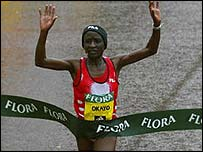 Okayo is a threat to Paula Radcliffe in Athens
