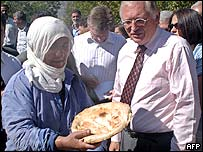 Guenter Verheugen (right) on his visit to Turkey