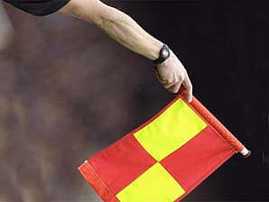 Signal for the nearside offside