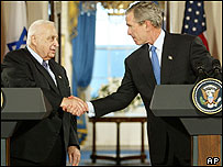 George Bush and Ariel Sharon shake hands at White House