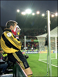 Santiago Canizares is in despair after Spain's Euro 2000 exit