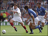 Andrei Kanchelskis of Russiai is chased by Italy's Paolo Maldini and Roberto di Matteo during a Euro 1996 group qualifying match