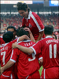 Switzerland's Ricardo Cabanas, Bernd Haas, Alex Frei, Raphael Wicky and Stephane Chapuisat celebrate