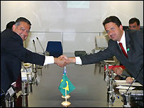 US Energy Secretary Spencer Abraham and Brazilian Science and Technology Minister Eduardo Campos