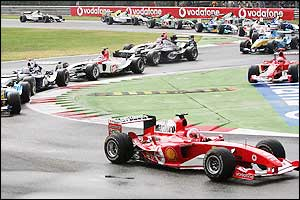 Barrichello qualifies in a time of one minute 20.98 seconds and leads the race from first on the grid