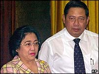 President Megawati Sukarnoputri and Susilo Bambang Yudhoyono, former security chief