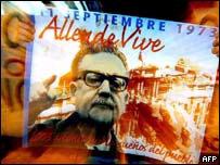 Afiche que recuerda a Salvador Allende.