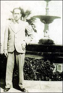 Gonzalo Rojas, en su juventud.