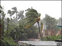 Cuba starts to feel the force of Hurricane Ivan
