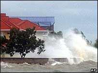 Hurricane Ivan hits Trinidad