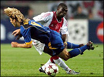 Ajax's Anthony Obodai tackles Juve's Pavel Nedved