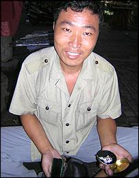 Shanghai shoeshine man