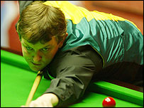 Barry Pinches plays a shot in his match against Stephen Hendry