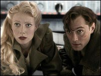 Gwyneth Paltrow and Jude Law in Sky Captain and the World of Tomorrow