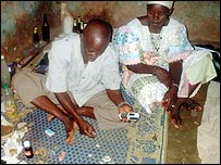 Traditional healer Abdramane Konate, with a client
