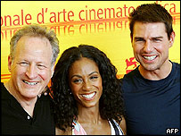 Director Michael Mann [left] with Jada Pinkett-Smith and Tom Cruise