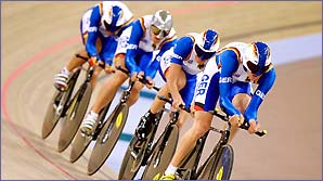 The German team power to team pursuit gold at the 2000 Sydney games