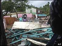 Casa destruida en el norte de la República Dominicana