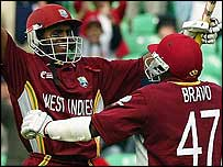 Shiv Chanderpaul and Dwayne Bravo celebrate