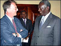 Mark Doyle (l) with Ghanaian President John Kufuor (r)