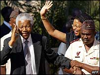 Nelson Mandela, with his wife Graca Machel