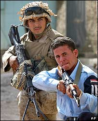 US marine training an Iraqi police officer