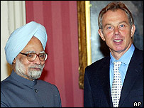Manmohan Singh (L) and Tony Blair