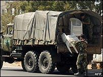 Syrian troops packing up in Aramoun, south of Beirut