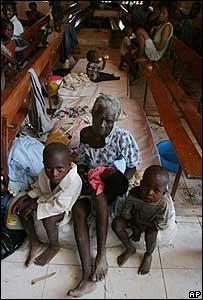 Damnificados haitianos en Gonaives