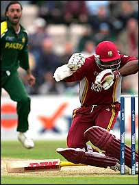 Lara is hit by Shoaib's bouncer