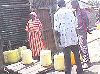 People collecting water in Kibera
