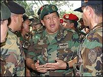 Hugo Ch�vez en uniforme de campa�a.