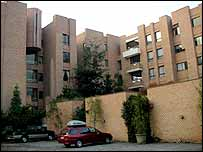 The apartment block where Carlos Menem is staying, April 2004