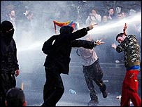 Dublin protesters come under water cannon spray