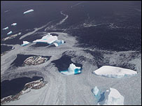 Bergs viewed from the air (CECS/Nasa Antarctic Project)