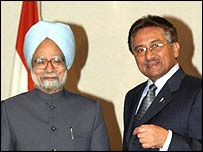 Manmohan Singh and Pervez Musharraf in New York