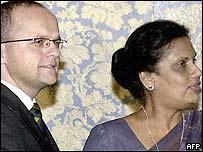 Norwegian deputy foreign minister Vidar Helgesen and Sri Lankan President Chandrika Kumaratunga