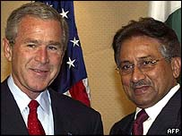 US President George W. Bush (L) and Pakistan's President Pervez Musharraf