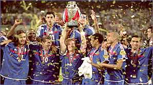France celebrate winning the Euro Champs in 2000