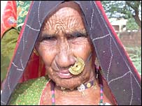 80 year old Kaisi voting in Guda Bishnoi