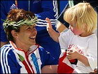 Tanni Grey Thompson celebrates her second gold with daughter Carys