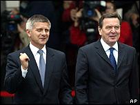 Polish PM Marek Belka and German Chancellor Gerhard Schroeder in Berlin