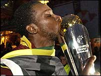 Chris Gayle kisses the trophy
