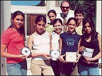 Jóvenes periodistas argentinos tras los diarios digitales para sordos y ciegos