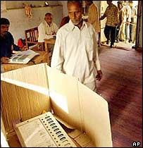 Man votes near Jaipur