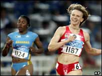 Yuliya Nesterenko wins 100m gold at the 2004 Athens Olympics